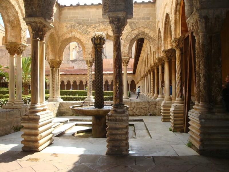 Monreale (Sicile) Le cloître et le Duomo
