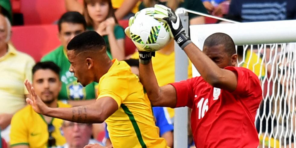 Le gardien sud-africain Khune s'impose devant Gabriel Jesus pour le premier match du tournoi olympique.