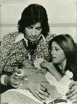 09 avril 1975 : Le bonheur fou roucoule entre mes doigts