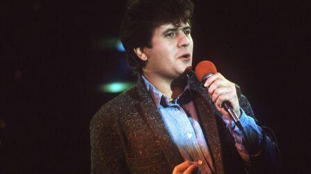 Trente ans après sa mort, des fans et artistes rendent hommage à Daniel Balavoine.