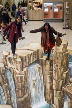 Bruxelles : un puits d'eau géant à la gare centrale (photos)