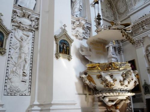 Eglise des Apôtres Zaint Pierre et Zaint Paul à Vilnius (photos)
