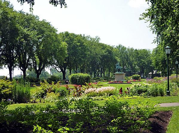 Quebec-Sunken-garden.jpg