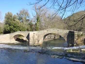 Le pont depuis la rive droite