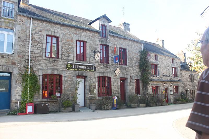 789 - Le Guerno (56)… un amour de village !