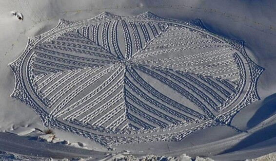 Snow Art Simon Beck 1 640x374 Simon Beck Crop Circle dans la neige
