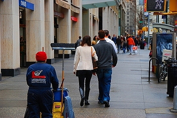 ny_broadway_people_watching_08_984