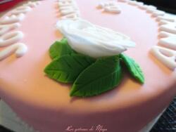 Gâteau d'anniversaire, décors en pâte à sucre