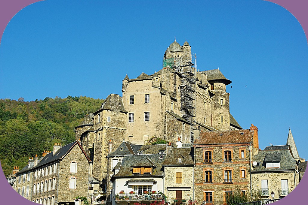 ESTAING (AVEYRON)