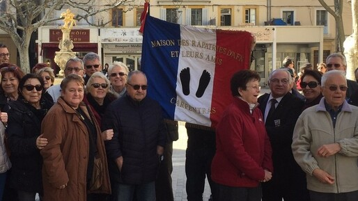 Carpentras : des manifestants pieds-noirs interpellent Emmanuel Macron (PHOTOS)