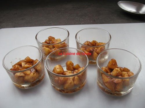 Verrines pommes caramélisées et mascarpone façon crumble