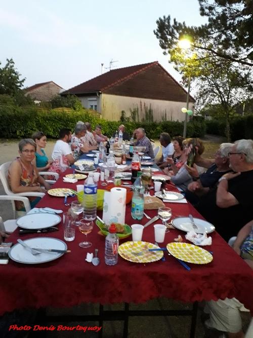 """Une sympathique """"fête des voisins"""" a eu lieu dans le quartier de Château-Gaillard à Châtillon sur Seine"""