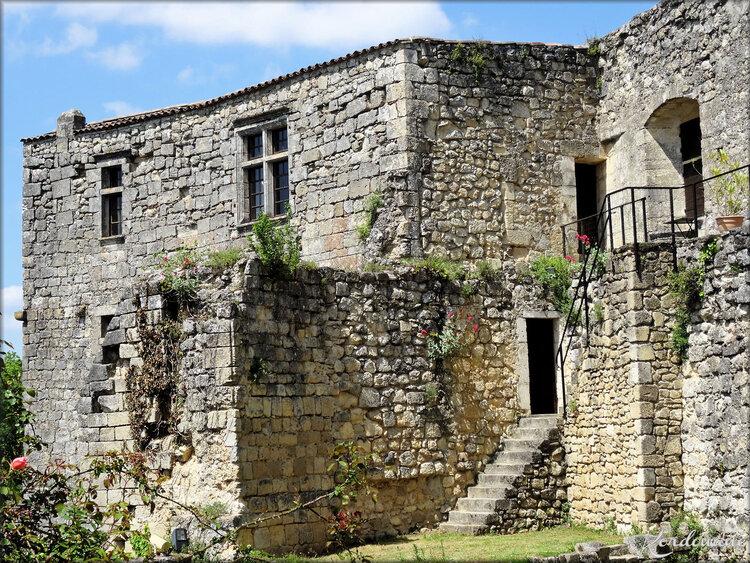 Photos du logis du XVIème siècle - forteresse médiévale de Langoiran