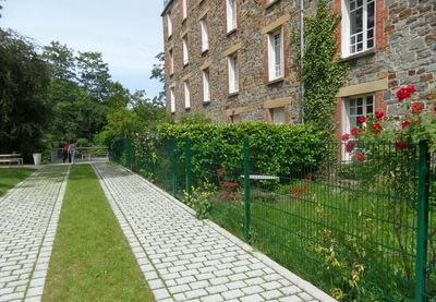Un jardin en pied d'immeuble à Rennes