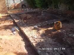 Soubassement en pierre, 2 rangées au dessus de la fondation