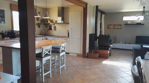 Une cuisine , un grand salon salle à manger ,la buanderie ,une chambre sdb et dressing, les toilettes et un bureau