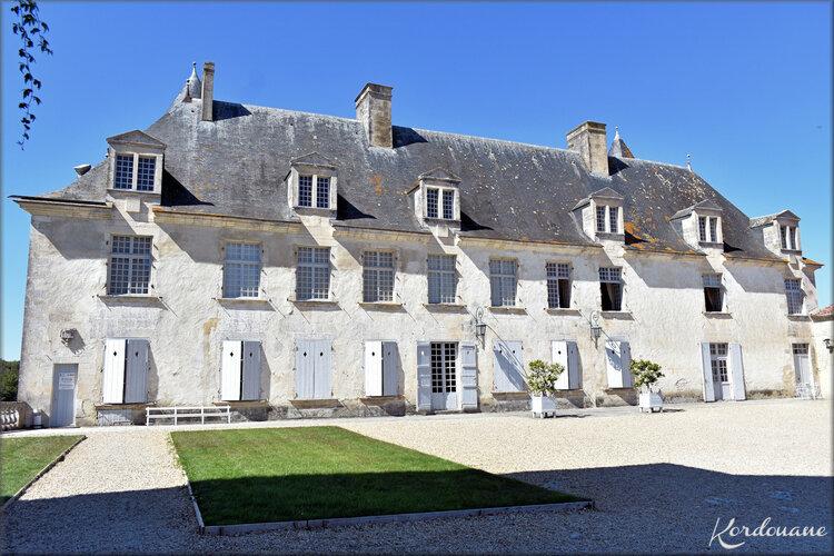 Photos château de la Roche-Courbon - la basse cour