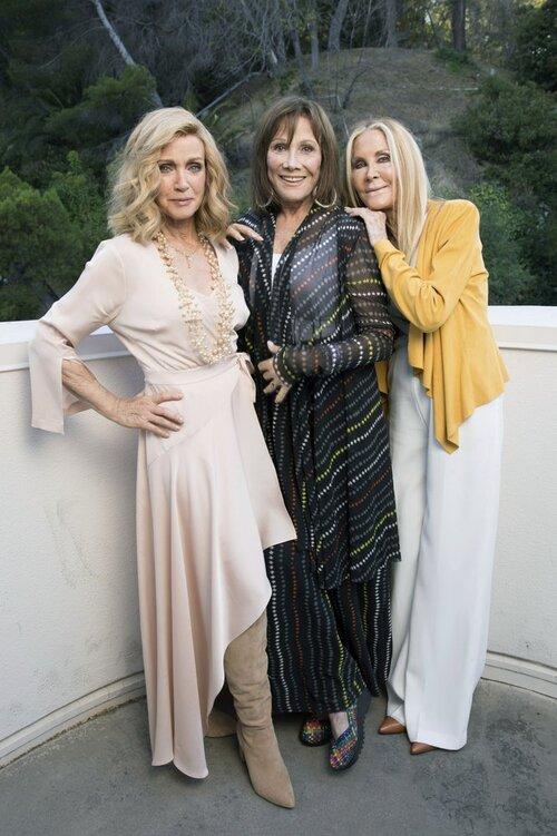 Le trio d'étoiles de «Knots Landing» se tient mutuellement.