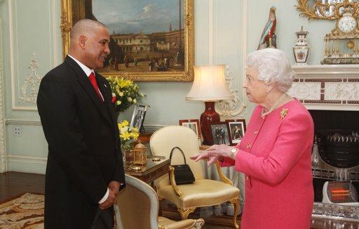 Elizabeth reçoit