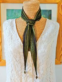 Deux en un : Bandeau cheveux ou cravate féminine