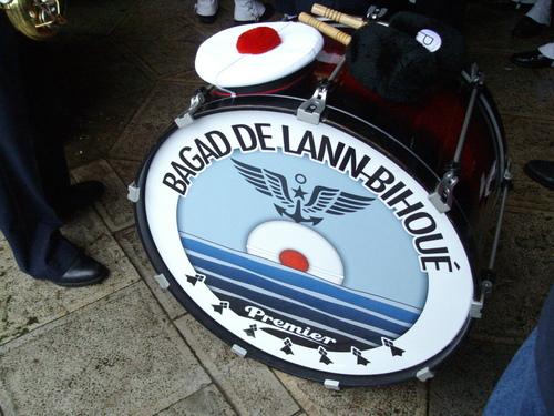 Le bagad de Lann-Bihoué à Bayonne