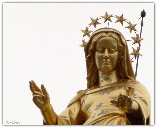 La Vierge dorée de ND des Doms protège Avignon