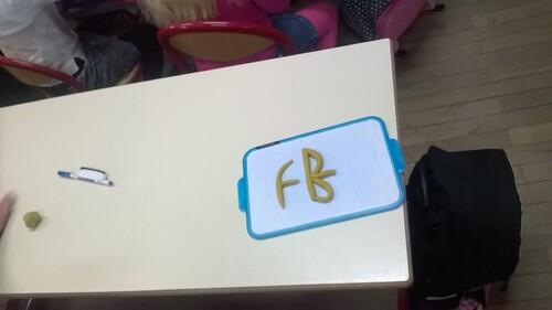 CP - Apprentissage du tracé de la lettre f en pâte à modeler