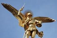 Des trous et des ailes