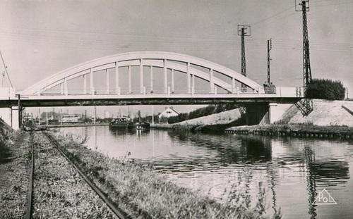 Quessy - Le canal et le pont