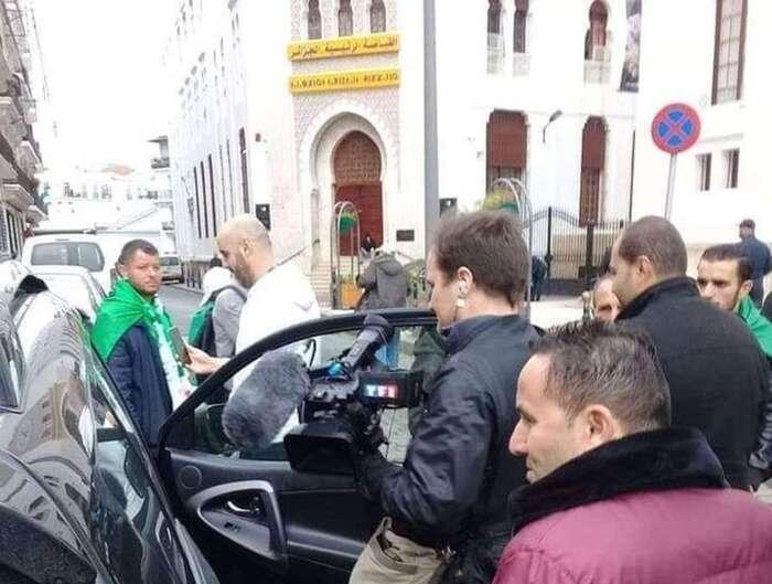 Algérie : les journalistes de TF1 chassés par les manifestants à Alger