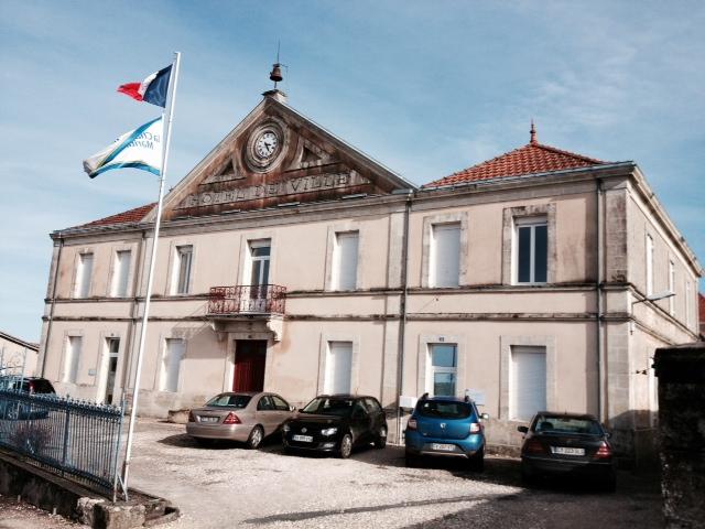 Hotel de ville. - Montlieu-la-Garde