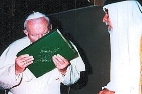 pope_kisses_koran