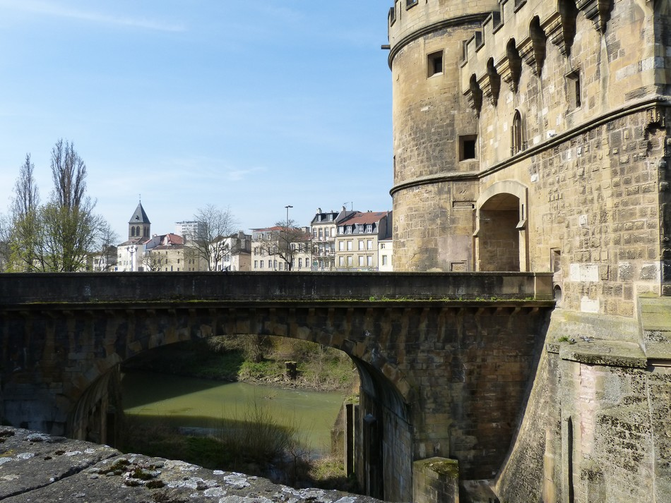 Metz, les remparts, la Porte des Allemands (v)