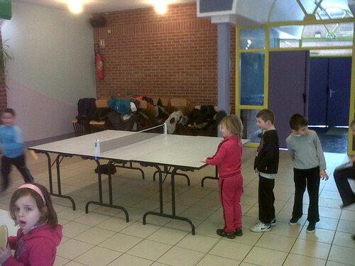 Activité tennis de table avec Frédéric