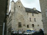 L'un des bâtiments équipé d'une tour à Martel