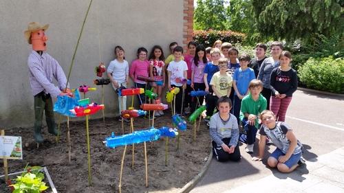 Les enfants au jardin : Jean Recycle, pêcheur
