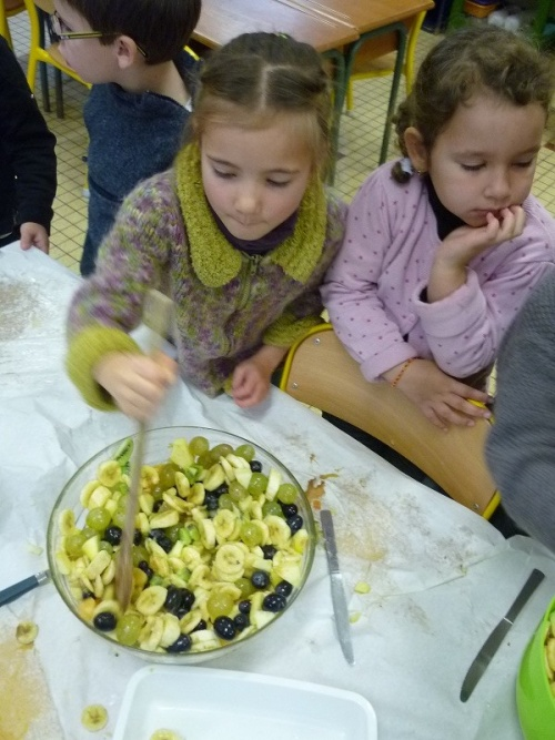 Salade de fruits en classe bilingue