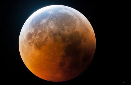 Eclipse lunaire à La Réunion-Le Monde