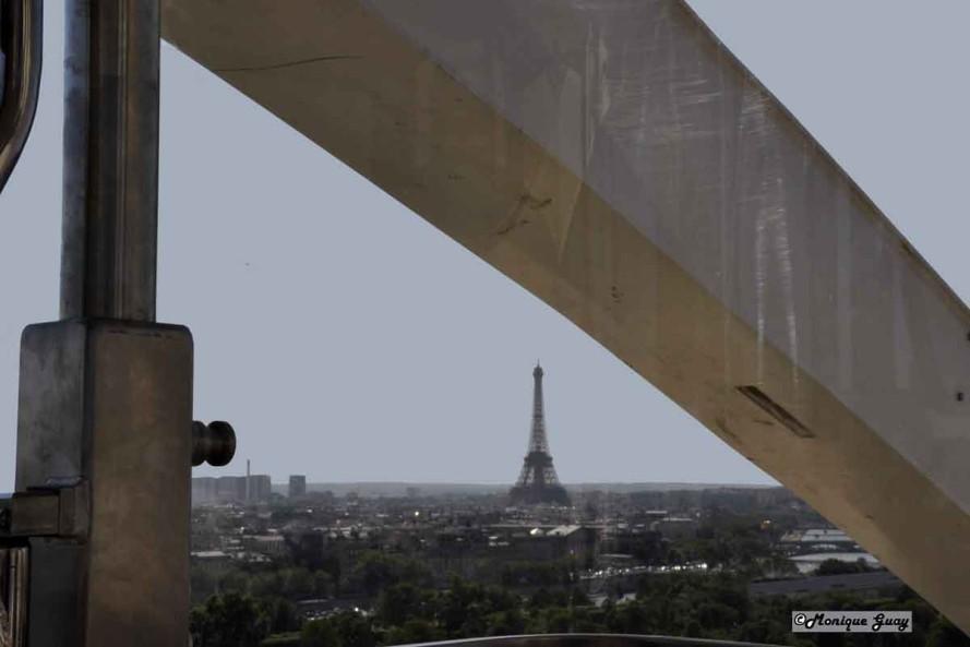 DSC2745-mgalweb Tour Eiffel au loin