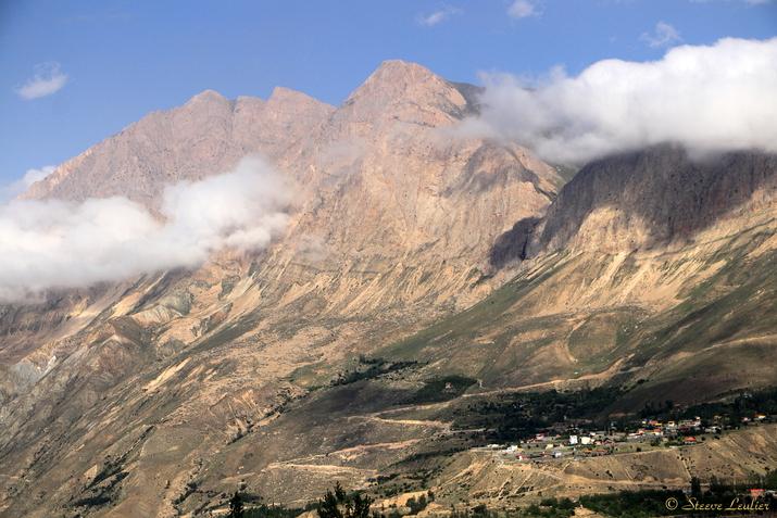 Massif montagneux vu de Reneh