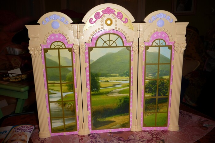 PARAVENTS (FOLDING SCREENS)