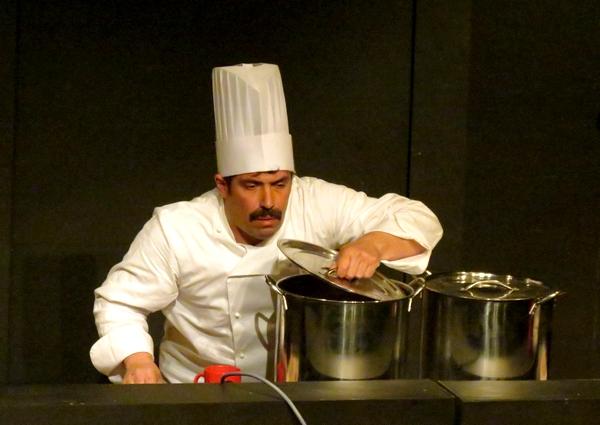 """""""En toque !"""", un concours de cuisine burlesque et déjanté qu'il ne fallait surtout pas manquer salle Kiki de Montparnasse !"""
