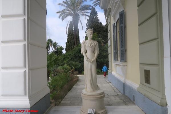 """Jenry Camus a visité le palais de Sissi, """"l'Achilleion"""",  sur l'île de Corfou"""