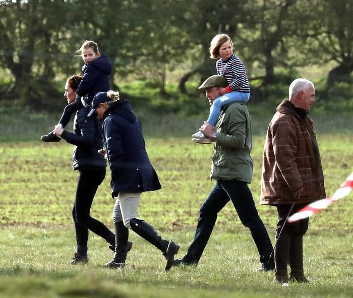 En famille pour une course de chevaux