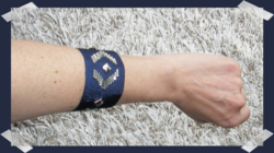 Le patron du bracelet-manchette Nuit argentée