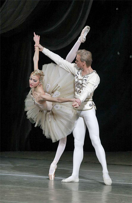 24/05/2011 - Andrian Fadeyev and Alina Somova Diamonds