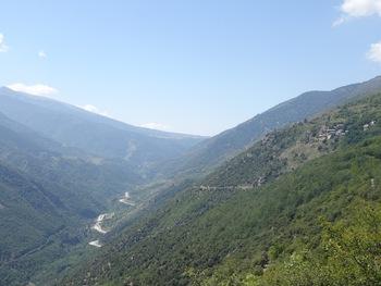 On retrouve Llar. En bas, le pont Séjourné, qui enjambe la Tet et la route