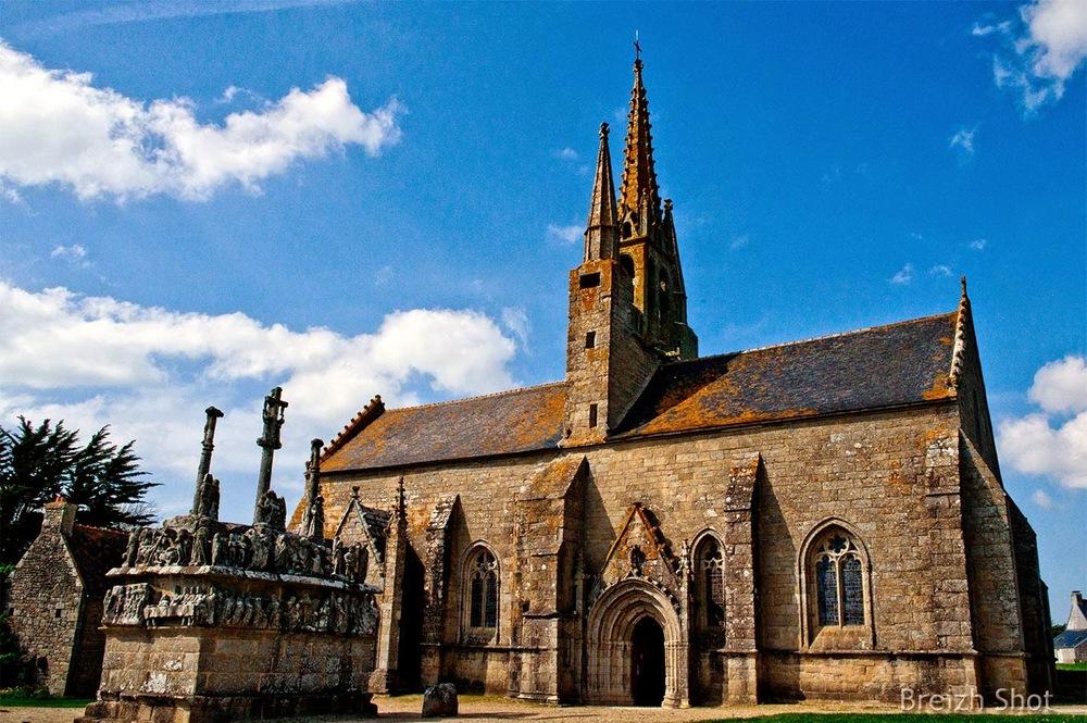 Tronoen - Chapelle et calvaire