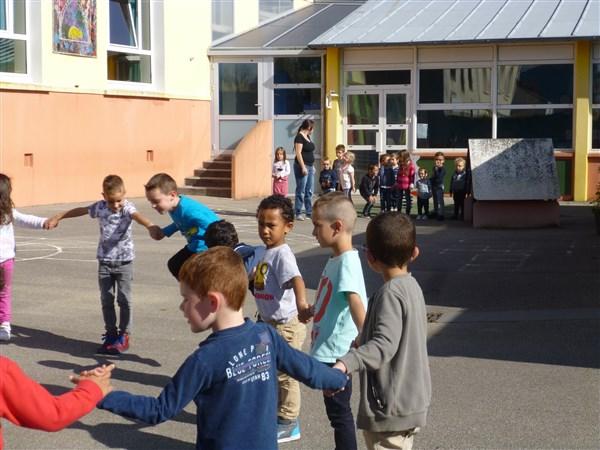 Un jeu collectif sur la cour