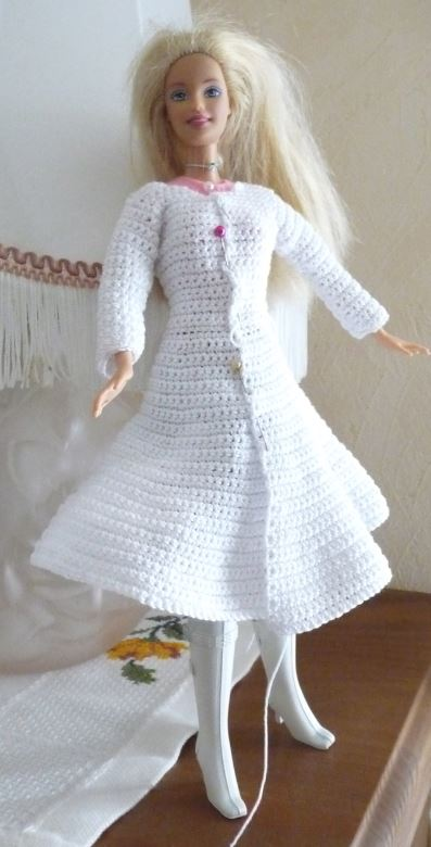 "Barbie ""Reine des Neiges"" suite du manteau"